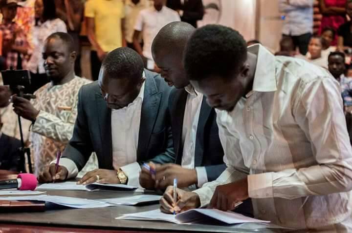 Joel Ogunsola(Prunedge) and Kitan Aboluwarin signing an MOU to establish an AkureTechHub